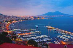 Arriva l'estate a #Napoli e non c'è niente di meglio che girare per le sue strade assolate alla scoperta delle sue mille meraviglie.