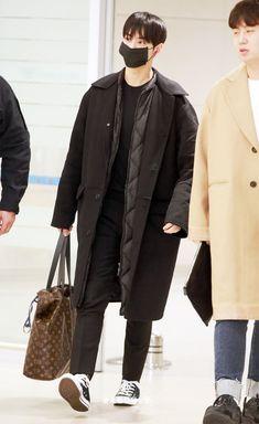 Cha Eun Woo, Cha Eunwoo Astro, Lee Dong Min, Foto Jungkook, Korean Artist, Airport Style, Book Characters, Kyungsoo, Korean Beauty