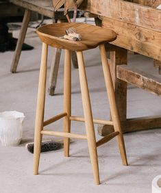 An ergonomically designed kitchen stool which offers both a beautiful form and comfort. Kitchen Counter Stools, Wooden Counter, Wooden Stools, Devol Kitchens, Barn Kitchen, Adirondack Chair Cushions, Childrens Rocking Chairs, Upholstery Fabric For Chairs, Wooden Pallet Furniture