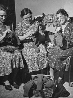 British women knitting for WWII