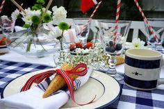 Inspirasjonsbord til mai Snacks, Table Decorations, Furniture, Home Decor, Appetizers, Decoration Home, Room Decor, Home Furnishings, Home Interior Design