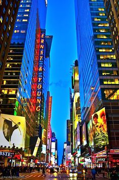 Image viaTimes Square, New York City I litter ally can not wait to move there!Image viaThere are many things to do with kids in New York City, NY. New York may surprise you with just h Places To Travel, Places To See, A New York Minute, Times Square New York, New York Tours, Daily Pictures, Concrete Jungle, New York Travel, New York City