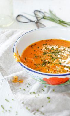 Bataattisosekeitto aasialaisittain   Maku Superfood Recipes, Veggie Recipes, Soup Recipes, Vegetarian Recipes, Healthy Recipes, I Love Food, Good Food, Yummy Food, Just Eat It