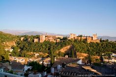 It is located in the heart of the Albaicín neighbourhood next to one of the oldest mosques of the ancient Muslim city. Sierra Nevada, Granada Spain, Andalusia, San Francisco Skyline, Dolores Park, The Neighbourhood, Outdoor Decor, Travel, Tours