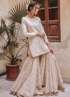 indian designer wear Silos white self-cotton dori work and sitari embellishments on the white cotton net shirt are paired with cotton gold printed gharara and filigree on the hem. Nikkah Dress, Shadi Dresses, Pakistani Dresses Casual, Pakistani Wedding Outfits, Pakistani Bridal Dresses, Pakistani Dress Design, Bridal Outfits, Indian Designer Outfits, Indian Outfits