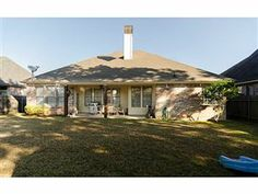 Beautiful home for sale in Norris Ferry Landing in Shreveport LA.  10496 Keysburg Court. N152154, 3 beds, 2.5 baths