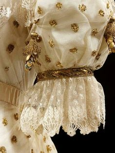 Sleeve of a court gown of Empress Josephine 1800s Fashion, 19th Century Fashion, Vintage Fashion, Edwardian Fashion, Gothic Fashion, Historical Costume, Historical Clothing, Viktorianischer Steampunk, Steampunk Fashion