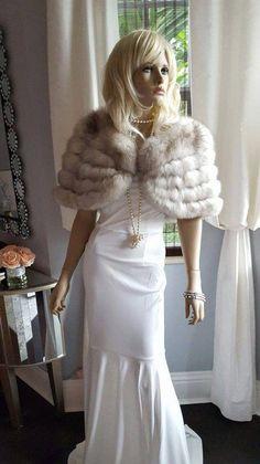 26 Stunning Wedding Dress Styles Ideas Suitabe For Fall Vintage Fox, Vintage Bridal, Trendy Dresses, Fashion Dresses, Winter Wedding Fur, Old Hollywood Glam, Cocktail Attire, Fur Stole, Luxury Wedding