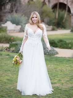 Plus Size Wedding Dress: all the tips to choose yours! - Plus Size Wedding Dress: all the tips to choose yours! Wedding party songs: NEO Band tips to liven - Plus Wedding Dresses, Western Wedding Dresses, Bridesmaid Dresses, Plus Size Wedding Dresses With Sleeves, Lace Dresses, Sexy Dresses, Summer Dresses, Bridal Gowns, Wedding Gowns