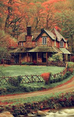 Beautiful home scenery in the English countryside & Living Beautiful Homes, Beautiful Places, Devon England, Cabins And Cottages, Cabins In The Woods, Victorian Homes, Country Life, Old Houses, My Dream Home