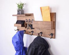 coat rack and shelf unit Mail And Key Holder, Entryway Organization, Small Shelves, Creative Decor, Wood Projects, Diy Home Decor, Interior Design, Furniture, Vestibule
