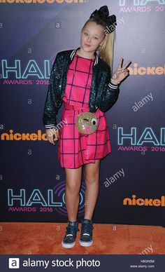 Download this stock image: New York, NY, USA. 11th Nov, 2016. JoJo Siwa at arrivals for Nickelodeon HALO Awards 2016, Pier 36, New York, NY November 11, 2016. © Kristin Callahan/Everett Collection/Alamy Live News - H8GN5M from Alamy's library of millions of high resolution stock photos, illustrations and vectors.