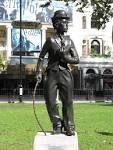 charlie statue som er et sted i London