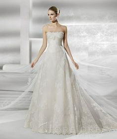 Fashionable A-line Scalloped Chapel Appliques Wedding Dress at Storedress.com