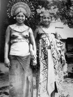 Two Balinese dancers - Bali - ca.1910, Series of Balinese Woman.