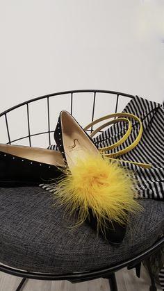Maléfic Shoes Chaussures pompons jaunes.