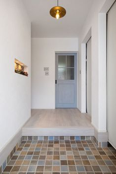 趣味を詰め込んだインナーガレージのある家|施工実績|愛知・名古屋の注文住宅はクラシスホーム Cob House Plans, Hallway Designs, Duplex House, Beautiful Young Lady, Small Windows, Simple Style, My House, Tile Floor, House Design