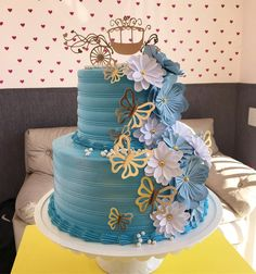 65 ideas and step by step for a magic party - Birthday FM : Home of Birtday Inspirations, Wishes, DIY, Music & Ideas 13 Birthday Cake, Pretty Birthday Cakes, Tire Cake, Cinderella Birthday, Cinderella Cakes, Cricut Cake, Luxury Cake, Safari Cakes, Magic Party