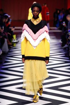 See the complete MSGM Fall 2017 Ready-to-Wear collection.