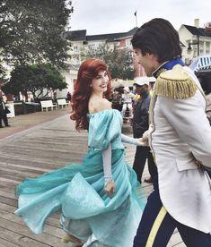 Disney Cosplay Ariel and Eric the little mermaid - Disney Day, Disney Theme, Disney Love, Disney Magic, Walt Disney World, Disney And Dreamworks, Disney Pixar, Ariel Cosplay, Disney Parque