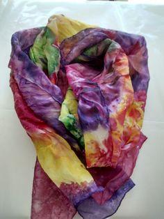 Pañuelo de seda pintado por Dolores