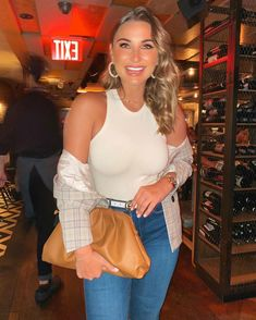 Sam Faiers Street Style in a Light Grey Button Front Blazer Out And About in Catch NYC New York, Autumn Winter Casual Clothes, Casual Outfits, Catch Nyc, Mummy Diaries, New York January, Sam Faiers, Autumn Street Style, Blue Denim Jeans, Role Models