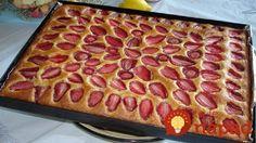 Jednoduchý hrnčekový koláč s jahodami