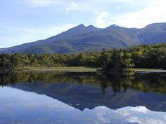 World Natural Heritage Shiretoko Japan Niko-lake 夏の知床五湖(二湖) Japanese Landscape, World Heritage Sites, Beautiful Places, Amazing Places, Places To Go, National Parks, Scenery, Nature, Serenity