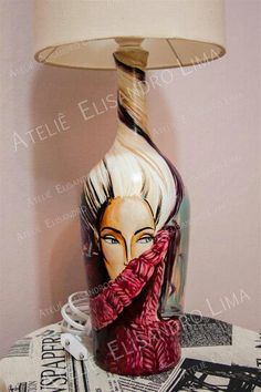 Garrafas pintadas a mão, vira objeto de luxo!