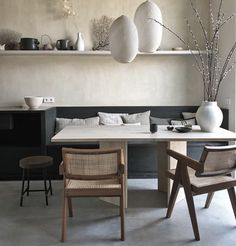 Can't get enough of these colors, super nice colorful, crazy but brilliant modern interior. Midcentury modern, mixed with contemporary and… Dining Nook, Dining Room Design, Dining Chairs, Cheap Wall Decor, Cheap Home Decor, Best Hacks, Interior Styling, Interior Design, Modern Interior