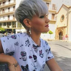 40 New Short Hair Styles for 2019 – Bobs and Pixie Haircuts – Short hairstyles that we choose affects our look enormously. Here we show you the form of some valuable hair tips. The example will show you that will… – # Source by best_hairstyles New Short Haircuts, Popular Short Hairstyles, Short Hairstyles For Thick Hair, Very Short Hair, Short Hair Cuts, Curly Hair Styles, Pixie Cuts, Haircut Short, Blonde Short Hair Pixie