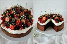 Czekoladą utkane: Czekoladowe ciasto z owocami lata