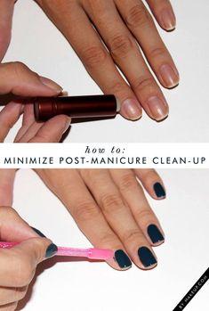 Aprenda a pintar as unhas de um jeito mais fácil ! Aplique um pouco de vaselina sólida (com um cotonete) ou hidratante labial nos dedos, em volta de cada unha. Tome cuidado pra não passar o produto na própria unha, senão o esmalte não vai fixar!
