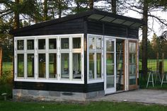 Havehus/lysthus med plads til sommerens sammenkomster, når den danske sommer ikke er til at stole på. Eller atelier? Window Greenhouse, Greenhouse Shed, Backyard Studio, Garden Studio, Pergola, Gazebo, Dream Garden, Home And Garden, Outdoor Spaces