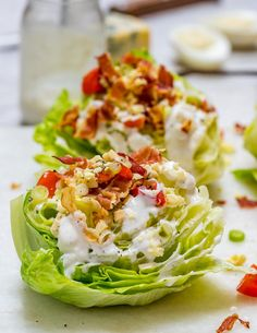 Loaded Iceberg Wedge Salad with Bluecheese Dressing Clean Recipe Healthy Salads, Healthy Eating, Healthy Recipes, Healthy Food, Yummy Food, Healthy Lunches, Snack Recipes, Iceberg Wedge Salad, Clean Eating Salate