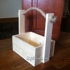 Shrink your URLs and get paid! Wooden Projects, Diy Pallet Projects, Woodworking Projects, Wooden Crates Gifts, Wooden Boxes, Wood Planter Box, Wood Vase, Rustic Crafts, Wooden Crafts
