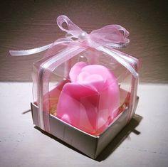 Kutuda tek gül kokulu sabun Boyutları : 6 cm x 6 cm Tüm özel günlerinizde sevdiklerinize mis kokulu hediyeler Bilgi ve sipariş için whatsapp 0544 652 54 43 #sabun #kişiyeözel #kokulusabun #savon #soap #tekgul #gulsabun #kutulusabun #davetiye #invitation #nikah #nikahşekeri #nisan #nişan #dugun #düğün #hediye #pembe #pink #butik #butiksabun #yeni #new #hediyelik #özel #özeltasarım