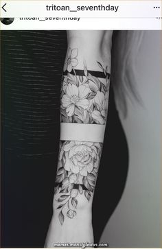 Pin of Mxxriona Kppn on tattoo ideas - Coole Tattoos - Tattoo Designs For Women Mini Tattoos, Forearm Tattoos, Body Art Tattoos, Tatoos, Feminine Tattoo Sleeves, Feminine Tattoos, Tattoo Band, Diy Tattoo, Pretty Tattoos