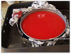 BASE: Misture as Oreo,a manteiga e o açúcar; Pressione a mistura na forma. Pré-aqueça o forno a 160C. RECHEIO: Bata o queijo eo açúcar em velocidade baixa com batedeira 1 minuto. Adicione os ovos e demais ingredientes do bolo,misturando até que esteja totalmente combinados. Despeje a massa na crosta preparada. Coloque a forma em cima de folhas de aluminio e enrole a folha ao redor da forma. Certifique-se de que não há furos.C/ cuidado, coloque a forma no banho do forno.❤️vanuska❤️