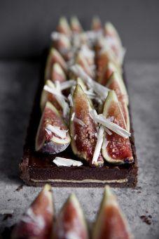 Chocolate tart with halva and fresh figs
