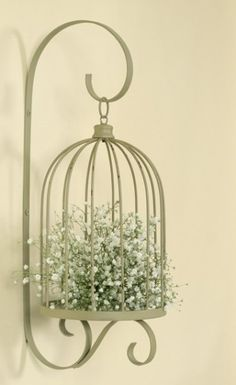Bird Cage Planters are a great recycling use of old bird cages. Paint them or leave them in their natural state for a shabby chic effect. Casas Shabby Chic, Shabby Chic Interiors, Shabby Chic Bedrooms, Shabby Chic Cottage, Shabby Chic Homes, Shabby Chic Furniture, Shabby Chic Decor, Modern Shabby Chic, Birdcage Planter