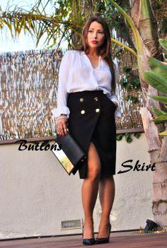 Buttons Skirt. Moda, tendencias. http://www.bloglovin.com/en/blog/4807007
