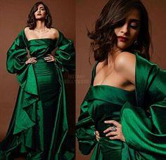 Sonam kapoor Bollywood Celebrities, Bollywood Actress, Hd Makeup, Sonam Kapoor, Bollywood Stars, Hair Beauty, India, Actresses, Princess
