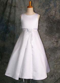 Hermoso Vestido De Comunion O Cortejo - $ 860,00 Ball Dresses, Bridal Dresses, Formal Dresses, Girls Dress Up, Flower Girl Dresses, First Communion Dresses, Dress Patterns, Frocks, Girl Fashion