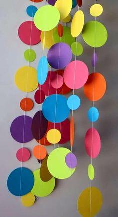 Movil de bolitas de colores