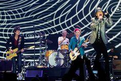 Comunque Ardere e Infuriare  (Wood, Watts, Richards e Jagger: i Rolling Stones in concerto a Londra per il loro 50° anniversario di musica)  Ph: Samir Hussein