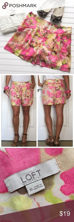 "Ann Taylor LOFT Garden Walk Shorts . Ann Taylor LOFT Garden Walk Shorts | size 10; polyester .  Loose pleated short in pretty watercolor floral print | wide fitted waistband with hidden side zipper; scoop pockets at hips | fully lined; machine wash | soft & drapey - so gorgeous with a crisp white shirt! . EUC, no flaws . 16.5"" waist 22"" hips 12"" rise 4.5"" inseam . Ann Taylor Shorts"