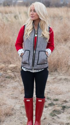 Must have, Herringbone Vest! Love the Red Hunter boots! Vest Outfits, Casual Outfits, Cute Outfits, Fashion Outfits, Womens Fashion, Black Outfits, High Fashion, Red Hunter Boots, Red Rain Boots