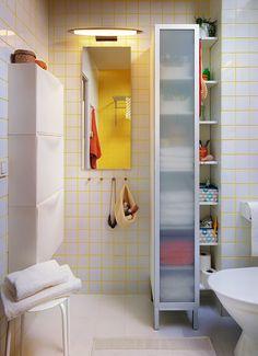 Hay un mueble pensado para cada rincón. En el baño, almacenamiento de torre alta abierto o cerrado, tú eliges!