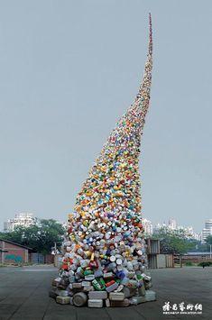 Autres photos sur le site tornade de bouteilles en plastique
